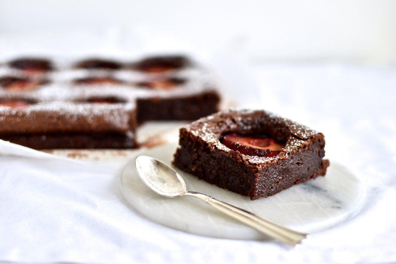 Blommeballade – chokoladekage med pocherede blommer (Anne au ...