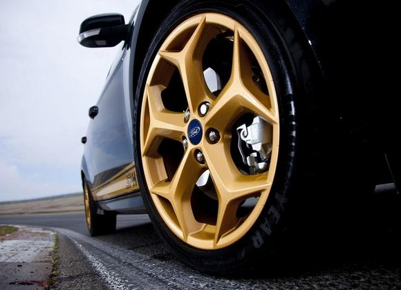 Beautiful Gold Big Rims On Te Black Ford Focus St Ford Focus St Wheel Ford Focus