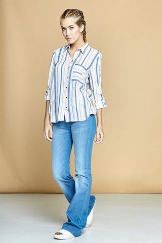 954eee00de La clásica camisa azul a rayas se moderniza y se convierte en la  protagonista esta temporada.  Moda  Clothes  Verano  LookDelDía  Chicas   Mujer  RopaChica ...