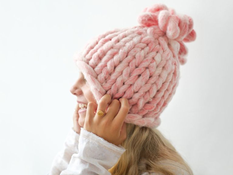 tutoriel diy tricoter un bonnet grosses mailles via. Black Bedroom Furniture Sets. Home Design Ideas