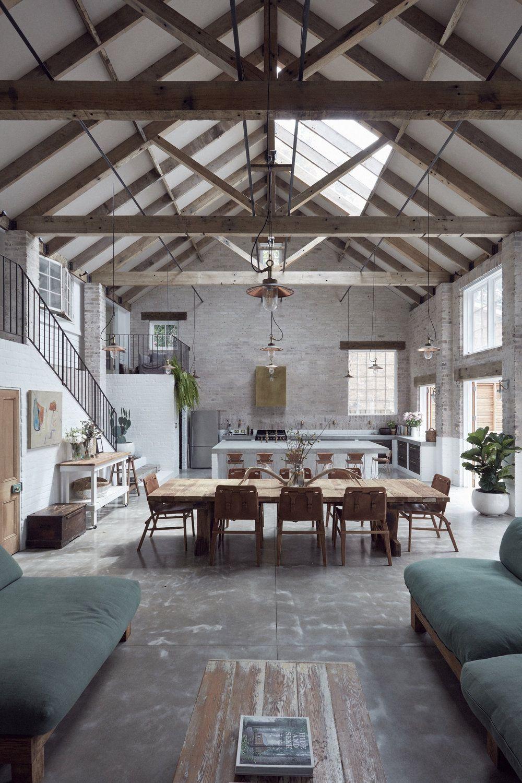 Une grange moderne au design béton - PLANETE DECO a homes world