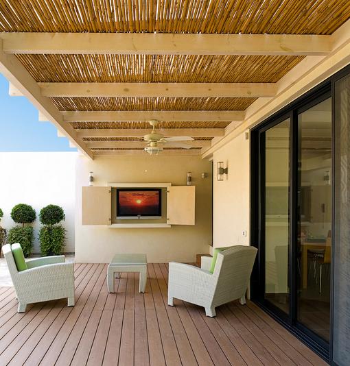 tettoia in legno naturale con canne da arredosocial