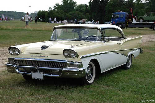 1958 FORD Fairlane 500 club victoria