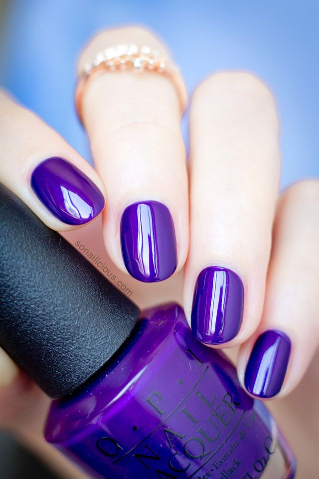 Such stunning purple polish! More info: http://sonailicious.com/opi-i-carol-about-you-opi-snow-globetrotter-swatches-review/