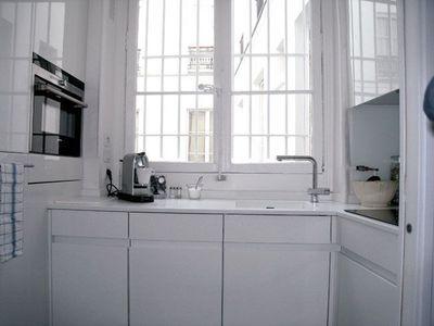 une petite cuisine pratique de moins de 4m2 c 39 est possible petite cuisine pratique et. Black Bedroom Furniture Sets. Home Design Ideas