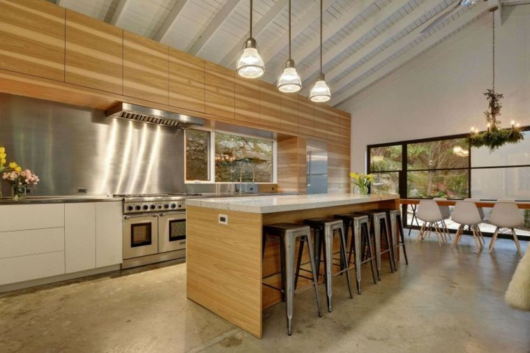 Das Holz und wie man es benutzt, um die Küche zu dekorieren Kochen - küche in dachschräge