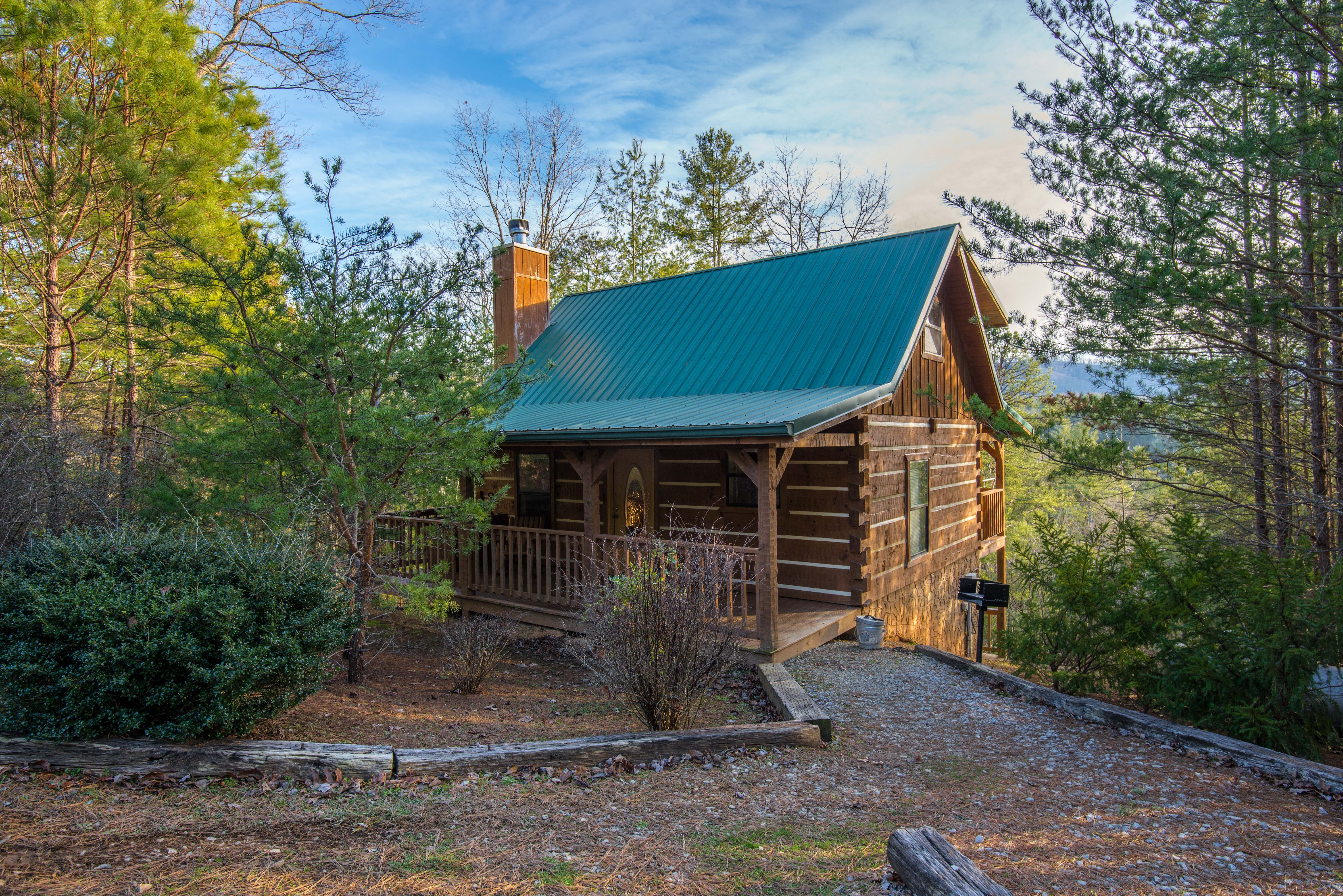 Loving This Cozy Little Cabin Tucked Among The Trees Featured Cabin Little Smoky Dream Greatsmokymoun Pigeon Forge Vacation Gatlinburg Cabins Little Cabin