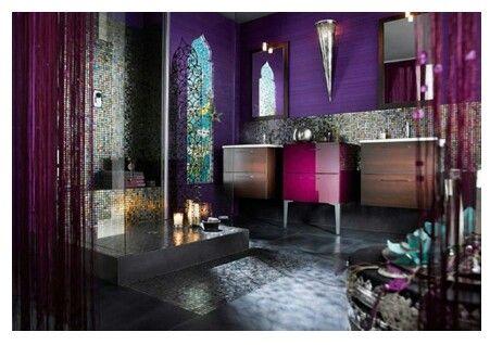 Amazing bathroom..love the bold color scheme!