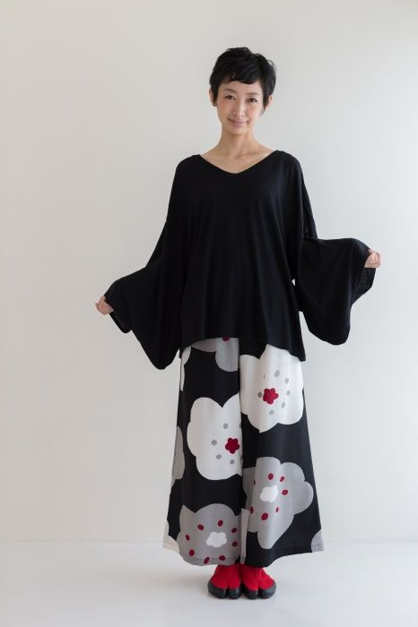 Wide pants big flowers muslin wool available at http for Sou abbigliamento