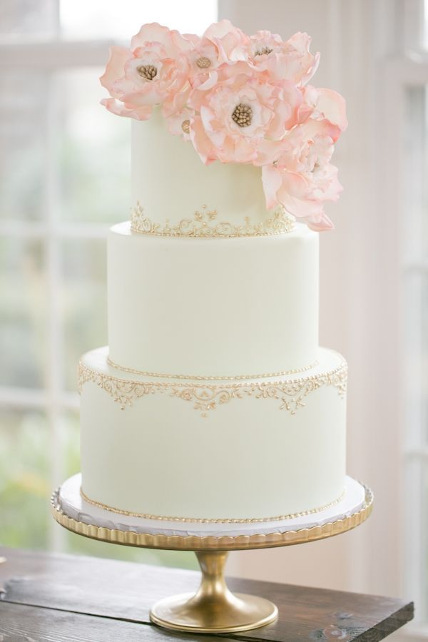wedding cake with sugar flowers and gold accents // photo by Amalie Orrange  // cake by the Sugar Suite