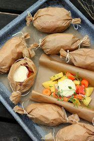 Meillä on syöty tätä leivinpaperissa kypsennettyä ruokaa läpi talven, mutta erityisen hyvin se sopii tähän valoisaan kevätaikaan. Paketin kr...