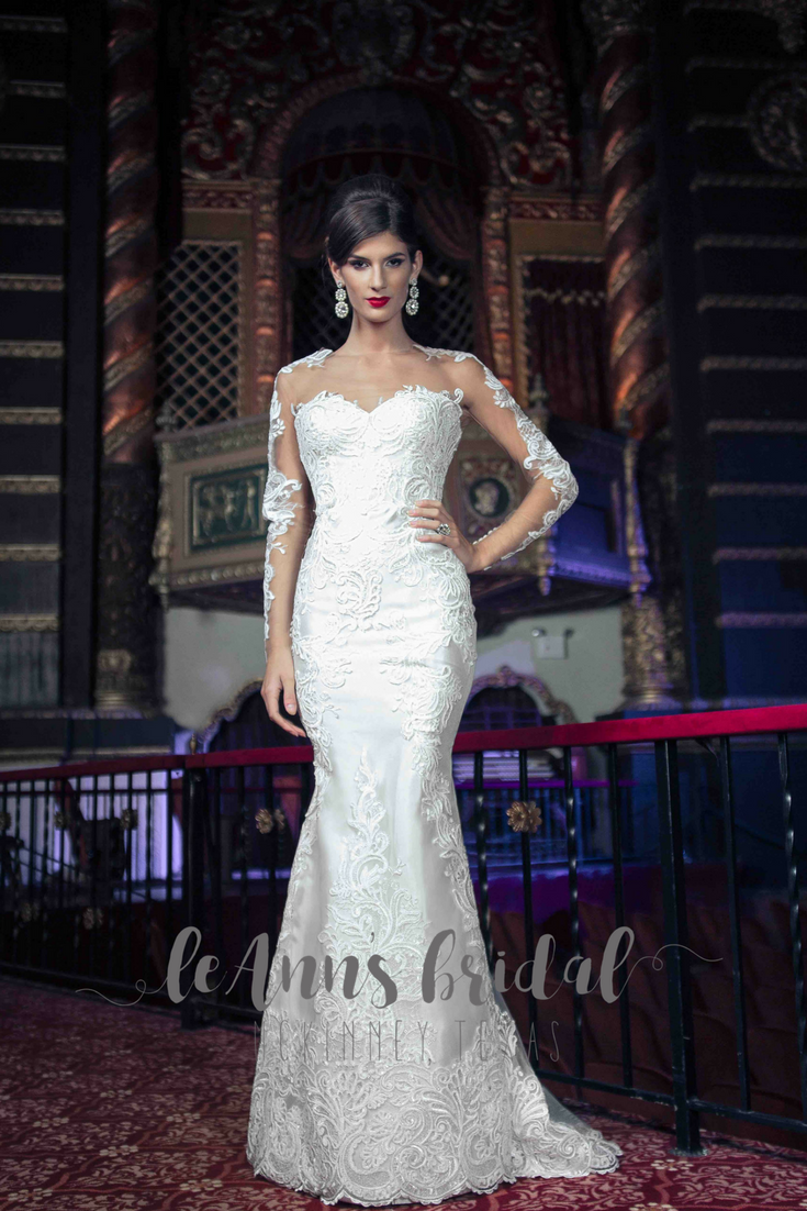 The most expensive wedding dress  Yumi Katsura  EIRENE A stunning chantilly lace fit and flare gown
