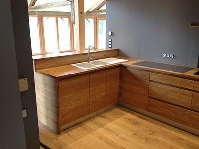 cuisine façade chêne et plan de travail en chêne avec incrustation