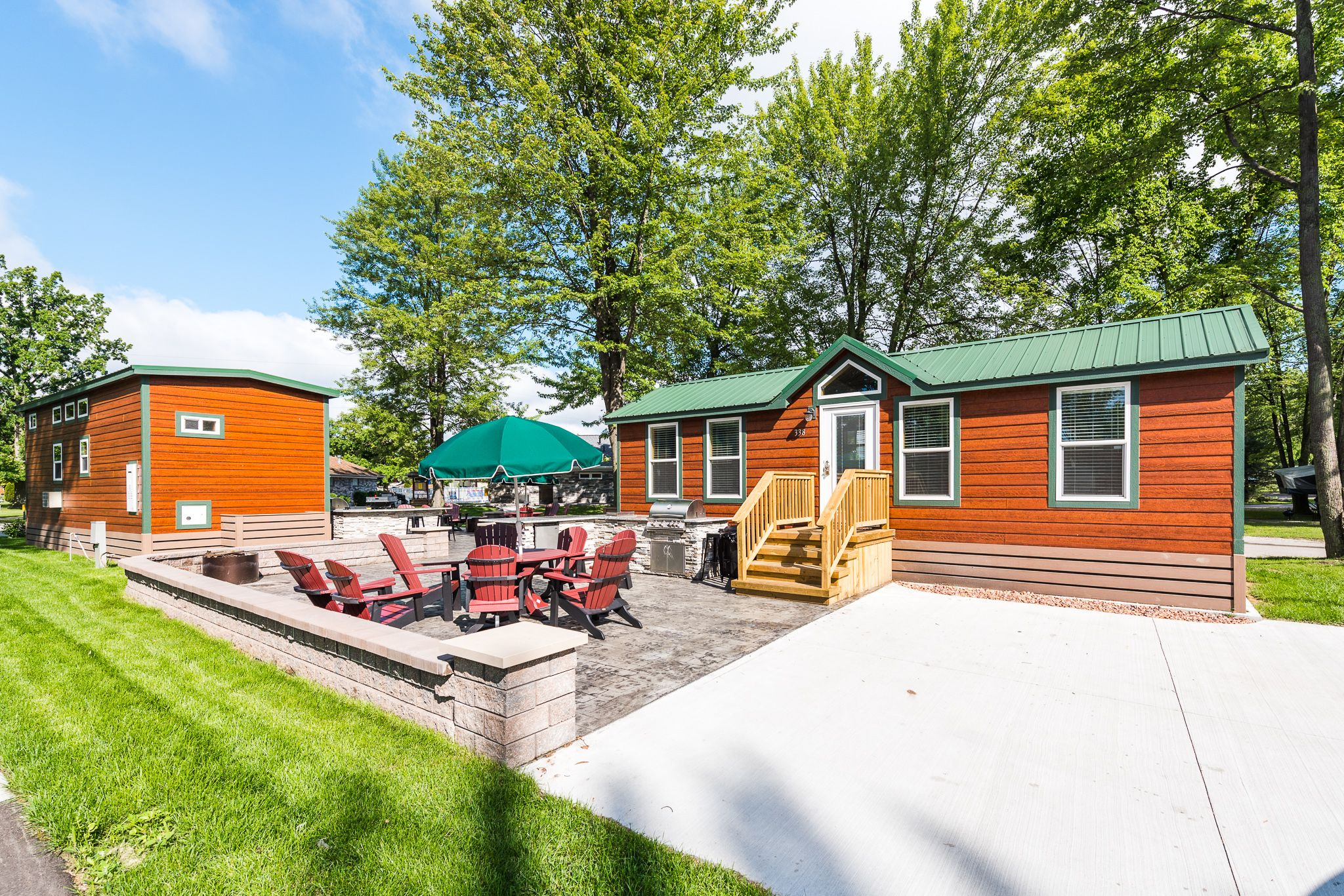 Amazing Outdoor Experience Complete With A Private Patio Space And Outdoor Kitchen At The Port Huron Koa Resort Michigan Campgrounds Port Huron Patio