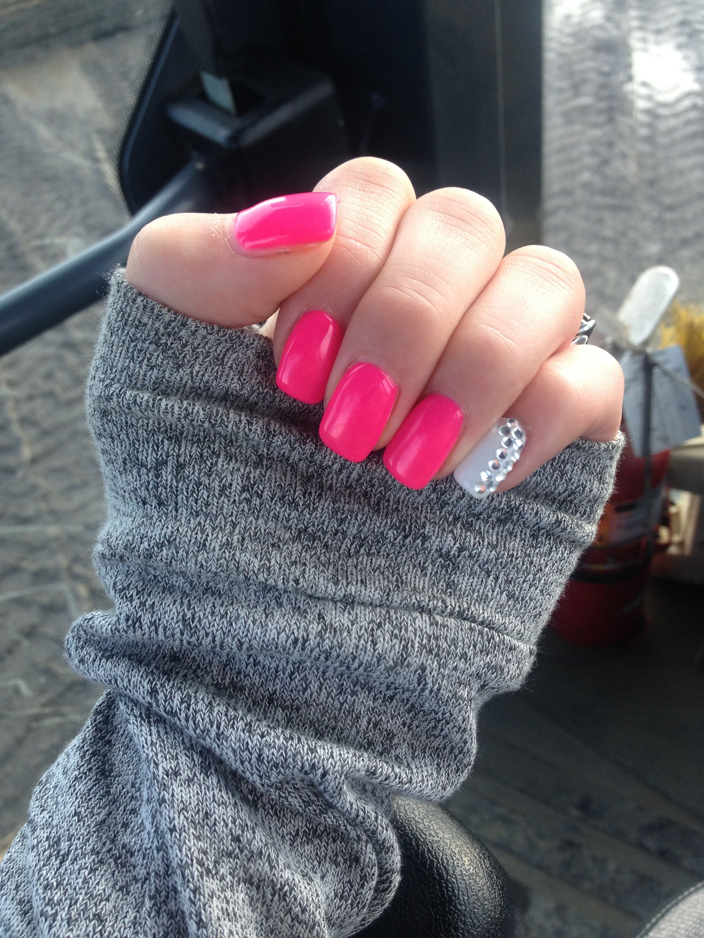 Neon pink nails with accent nail. | Nails | Pinterest | Neon pink ...