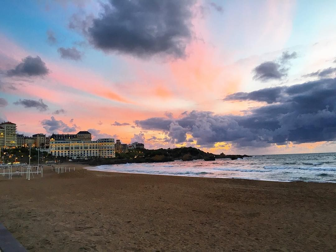 What a beautiful sunset in Biarritz 🌅 Has somebody already been here? 🇫🇷