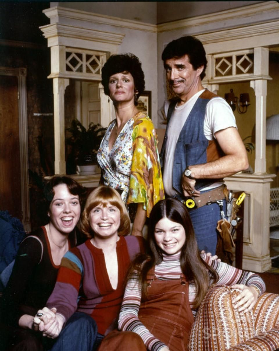 One Day At A Time Aired 1975 1984 70s Sitcoms Valerie Bertinelli 70s Tv Shows
