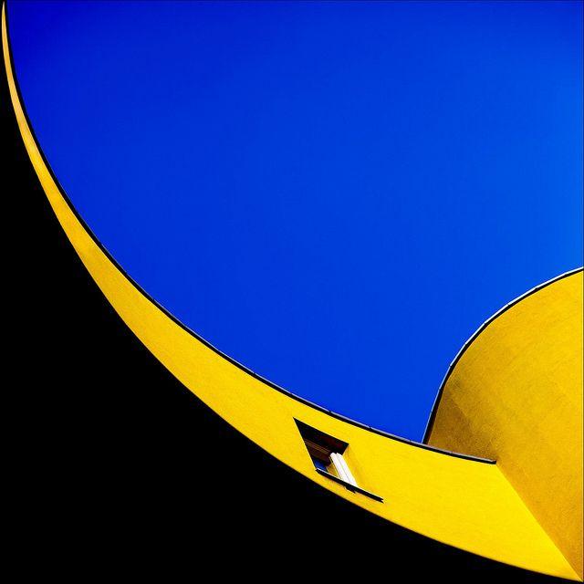 Blue sky by daruma* on Flickr.