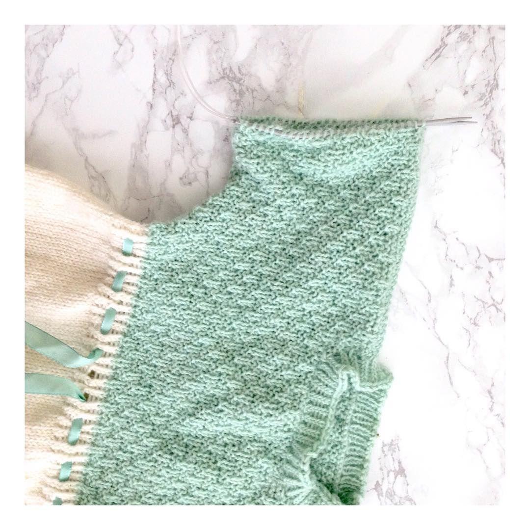 F u l l f ø r i n g siste hånd på verket: en kjole som har fått ligge litt for lenge får den siste etterlengtede ermekanten