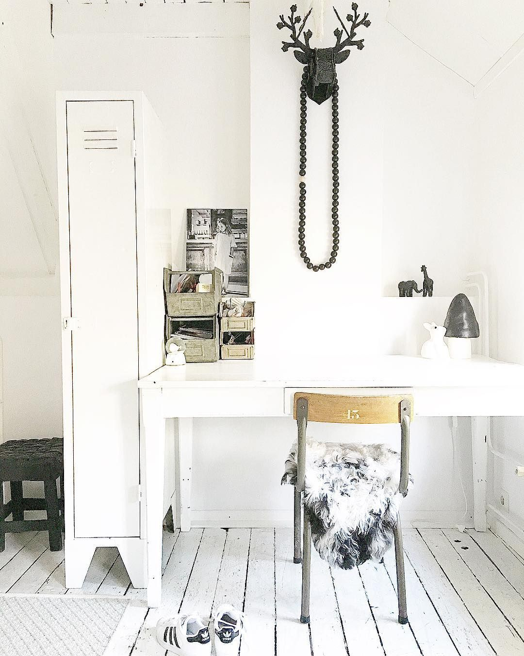 A Dozen Home Workspaces: Pin By C A R O L I N A On I N S T A G R A M