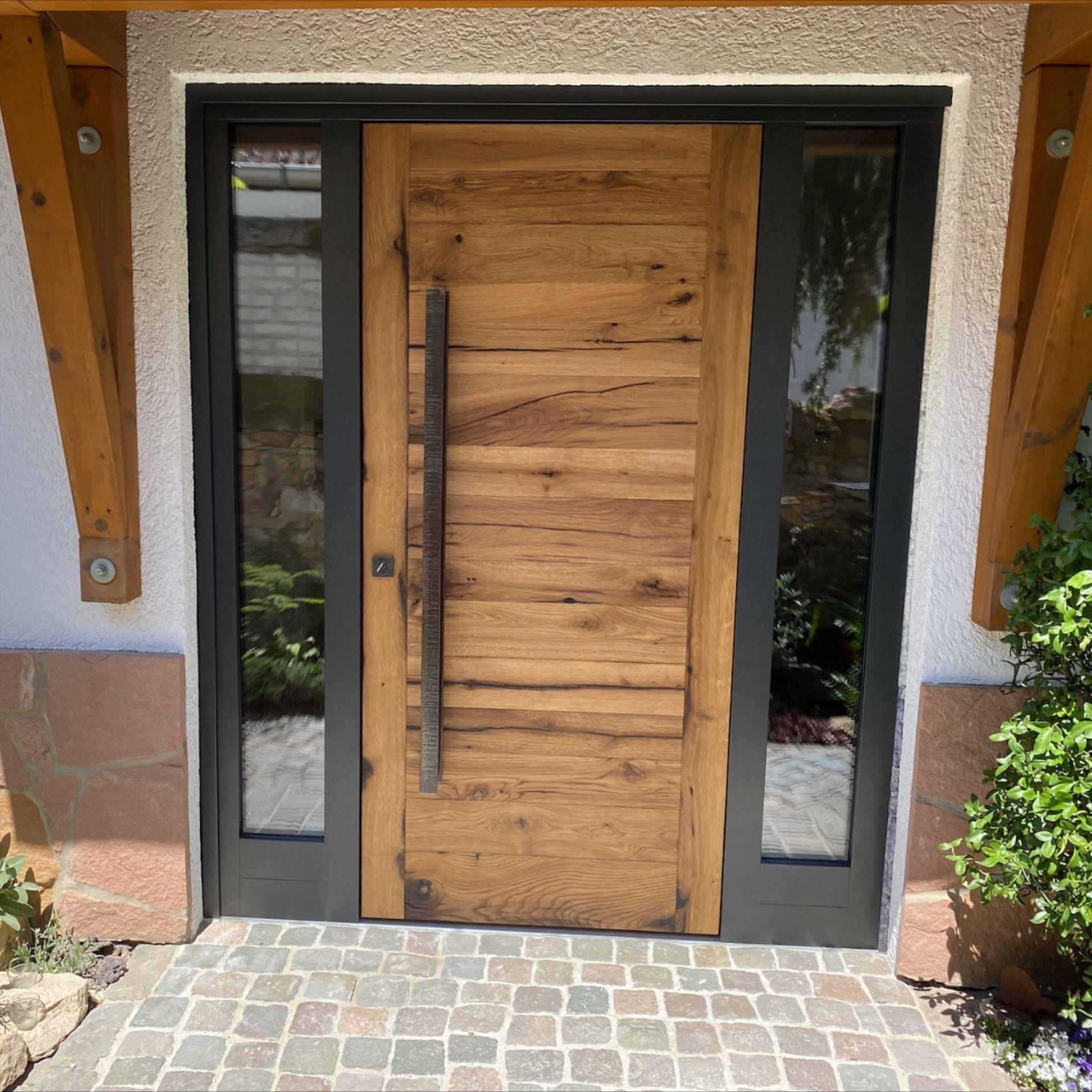 Altholz Haustür – Anthrazit Rahmen