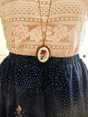 charming vintage threads and rose pendant. Love this ...Re-pinned by Vintage Travel Co