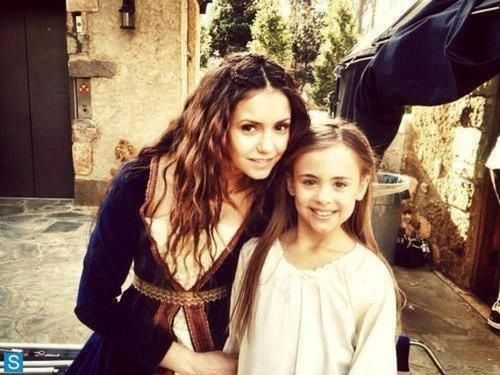 Nina Dobrev On Set Of The Vampire Diaries With Her On Onscreen Little Sister Vampire Diaries Vampire Diaries Season 5 Vampire Diaries Seasons