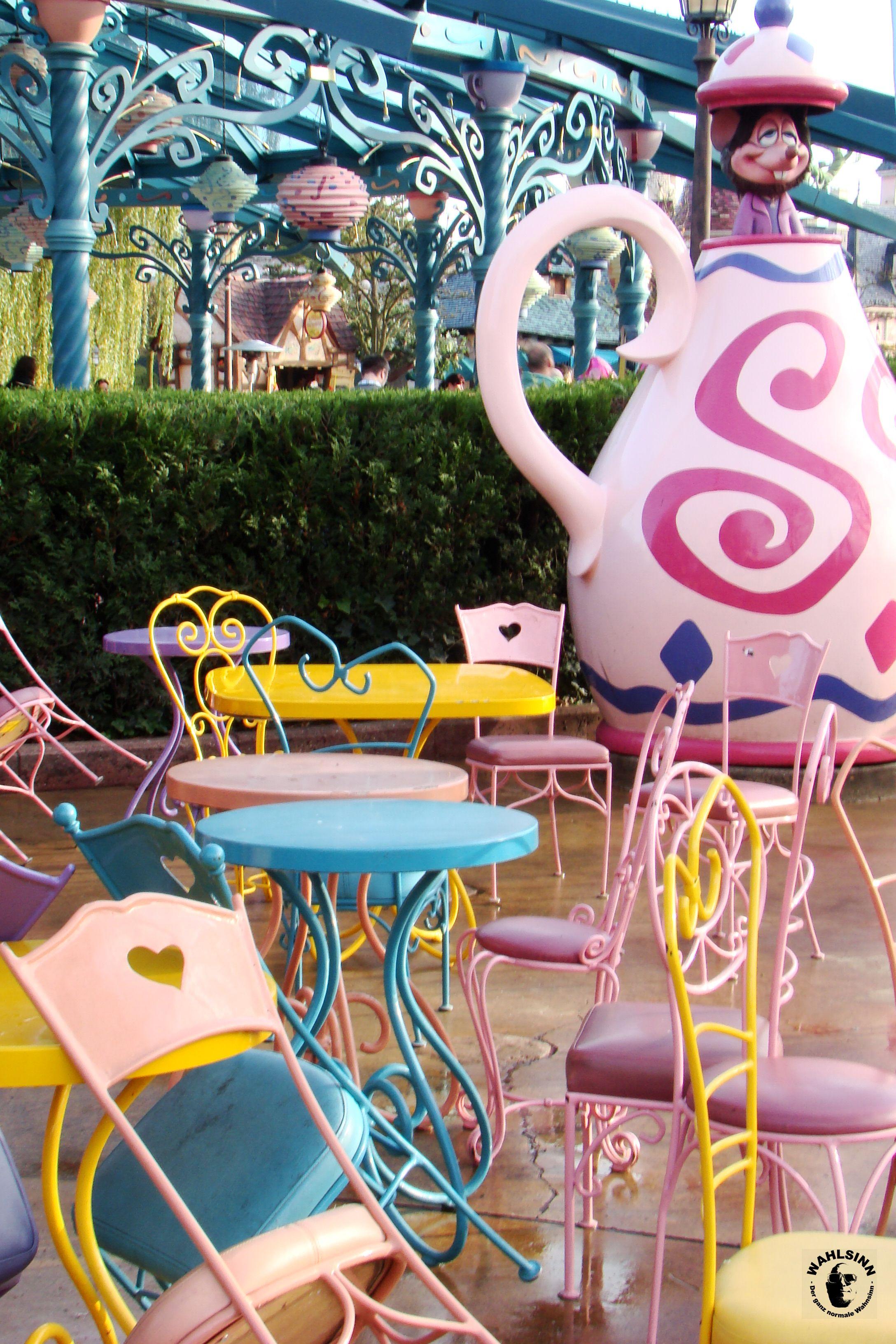 Disneyland Paris - Der verrückte Hutmacher und die drehenden Tassen