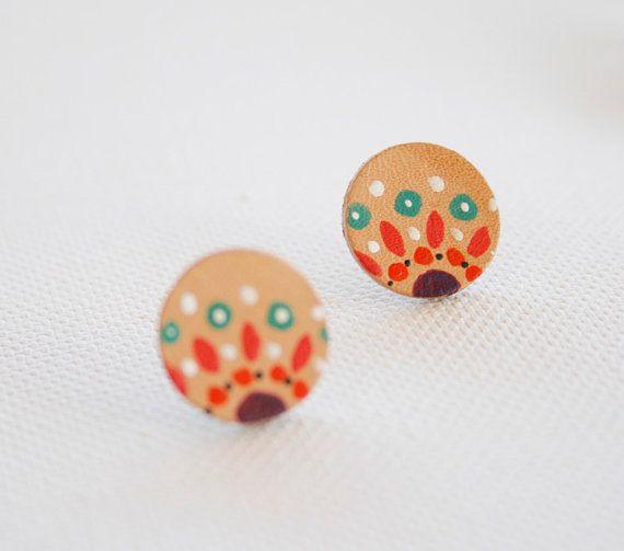 Bohemian hand painted stud earrings.Leather studs. por vickygonart, $9.50