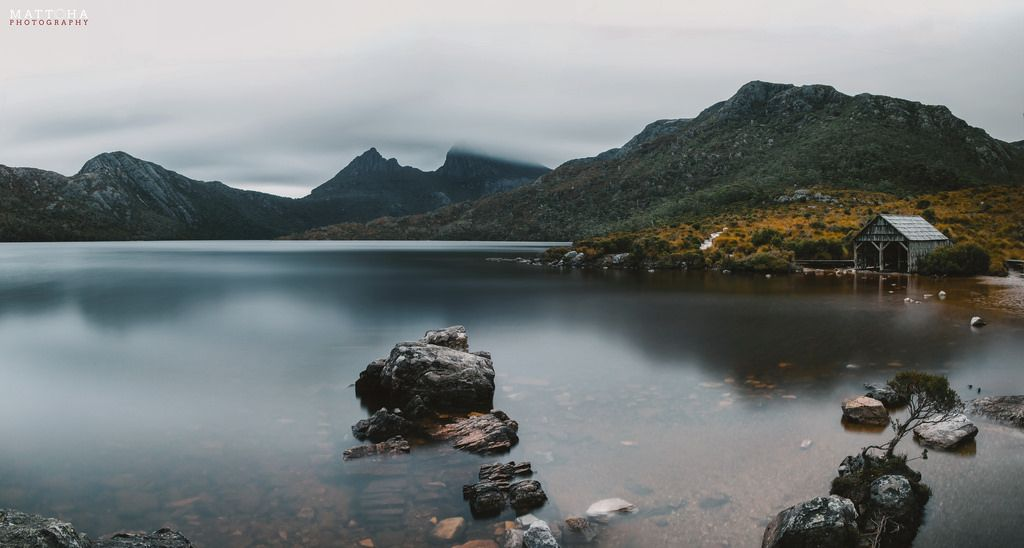 We missed the sunshine but the photo still turned out great! @Dove Lake Tasmania [OC][7170  3840] #reddit