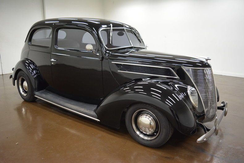 Awesome Awesome 1937 Ford Other 1937 Ford Coupe 18718 Miles Black Coupe 350 Chevrolet V8 700 R4 2018 Check More At H Ford Classic Cars Ford 1937 Ford Coupe