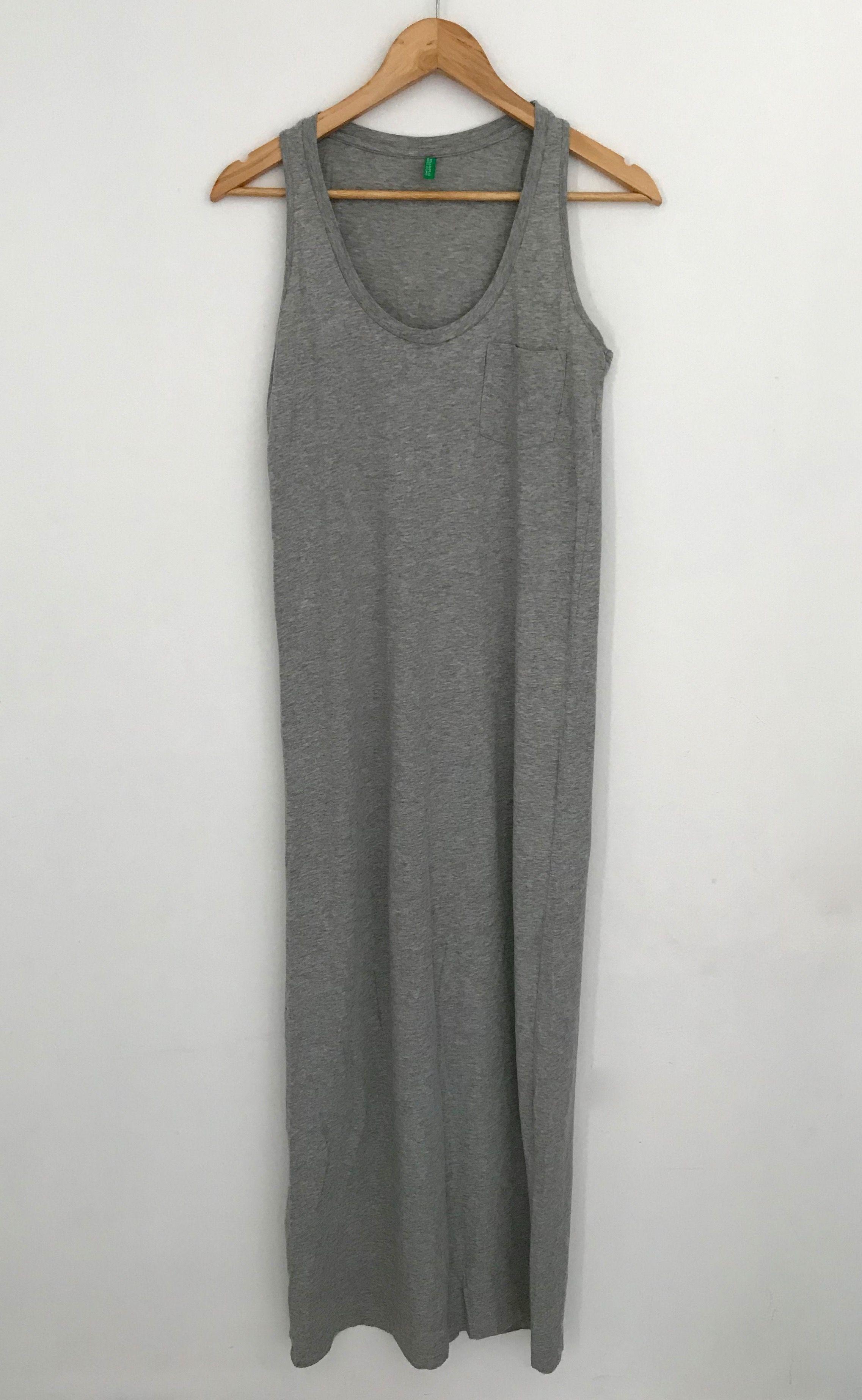 b1856e498f3 Robe Benetton Robe longue et grise chiné Petite poche sur la poitrine 📏  Taille 36