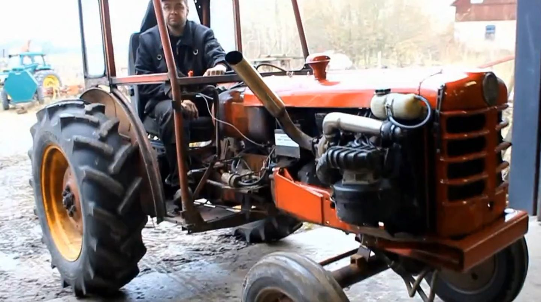 Volvoaangedrewe trekker neem plaas op horings Tractors