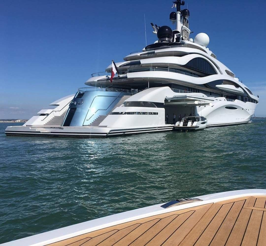 Pin By Jimmy Z On Boats Yachts Floating Sinking Or Too Late Boats Luxury Luxury Yachts Boat