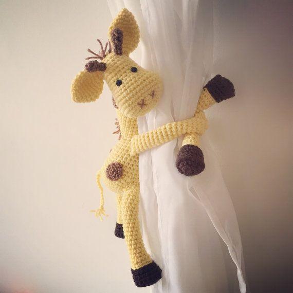 Jirafa cortina lazo detrás ganchillo hecho a mano por niceandcosee