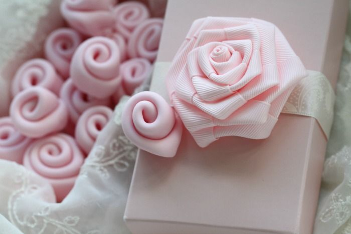 How to make a simple fondant ribbon rose.