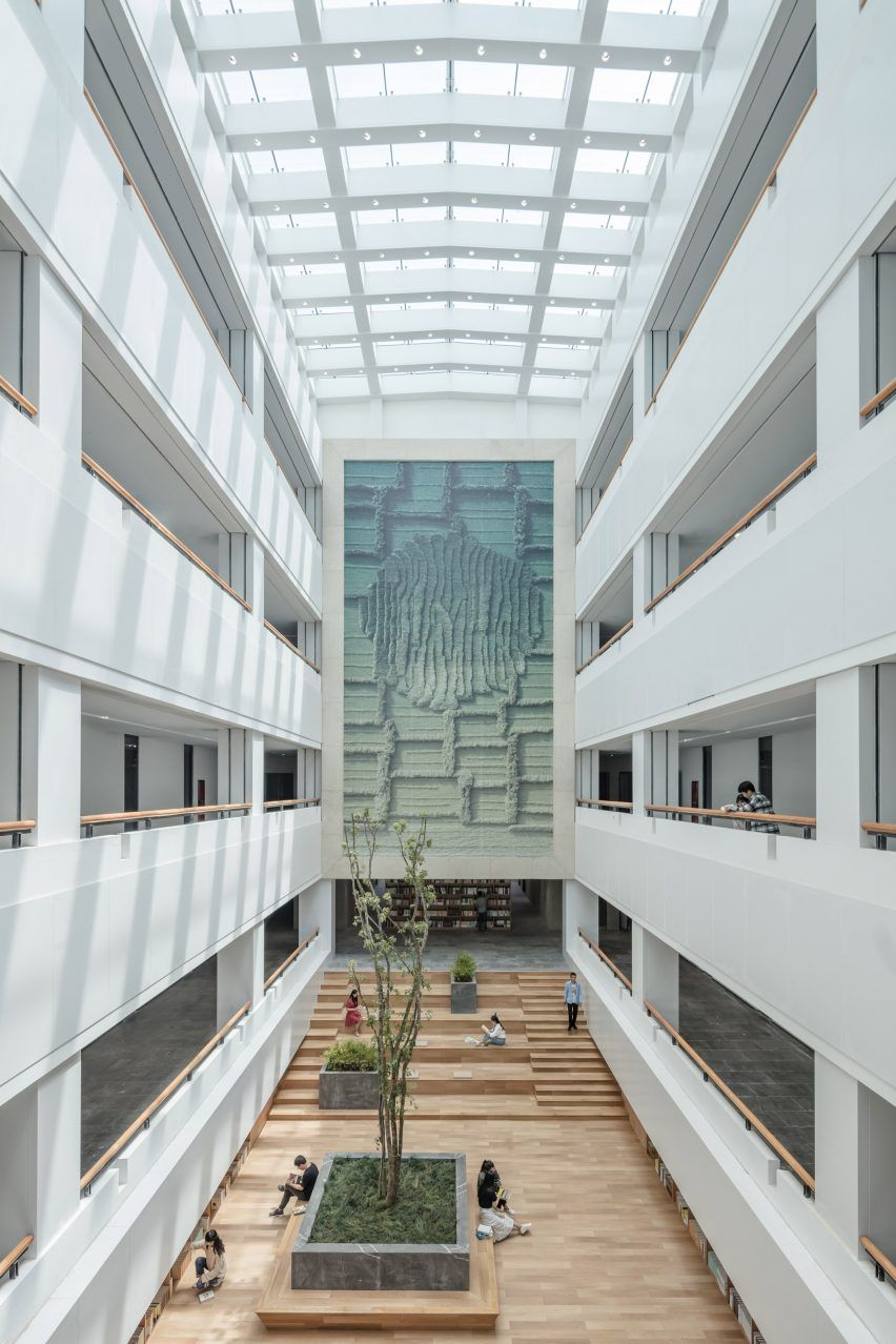 Both The North And South Lobbies Of The Library In Yan An University Campus Are Formed By Full Height In 2020 Campus Design China Architecture University Architecture