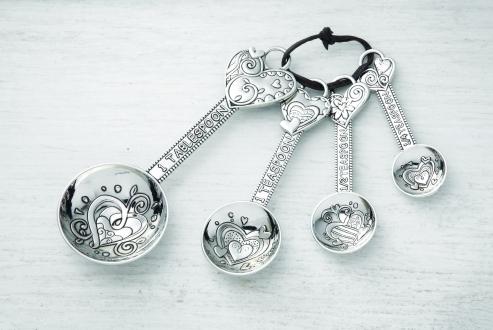 Decorative measuring spoons.  Spoon set, Measuring spoons, Spoon