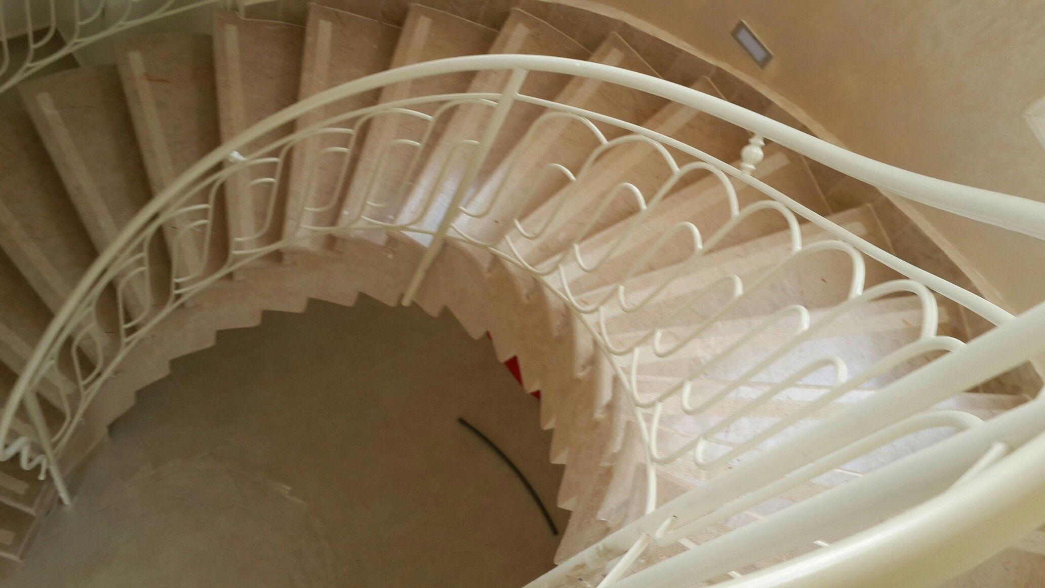 מעקה למדרגות עגול Decor Home Decor Stairs
