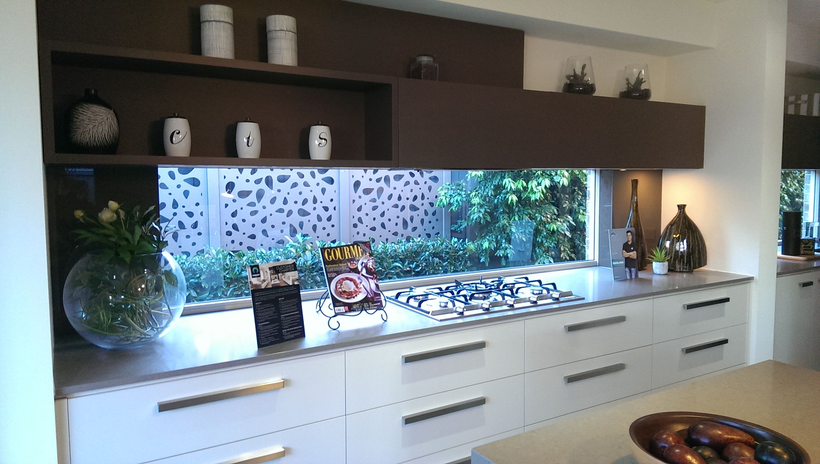 MY PHOTO 4: Laminate display home kitchen. The laminate box floating ...