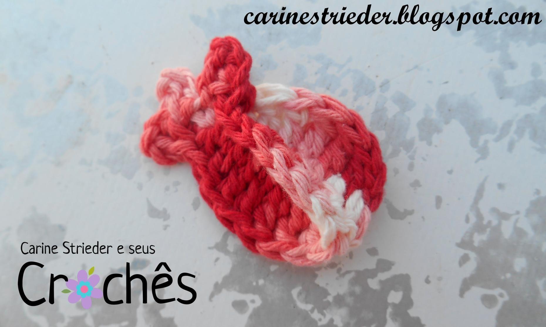 Veja nesse vídeo a artesã Carine Maria Strieder ensinando passo a passo como fazer um charmosíssimo Botão de Rosa em crochê.