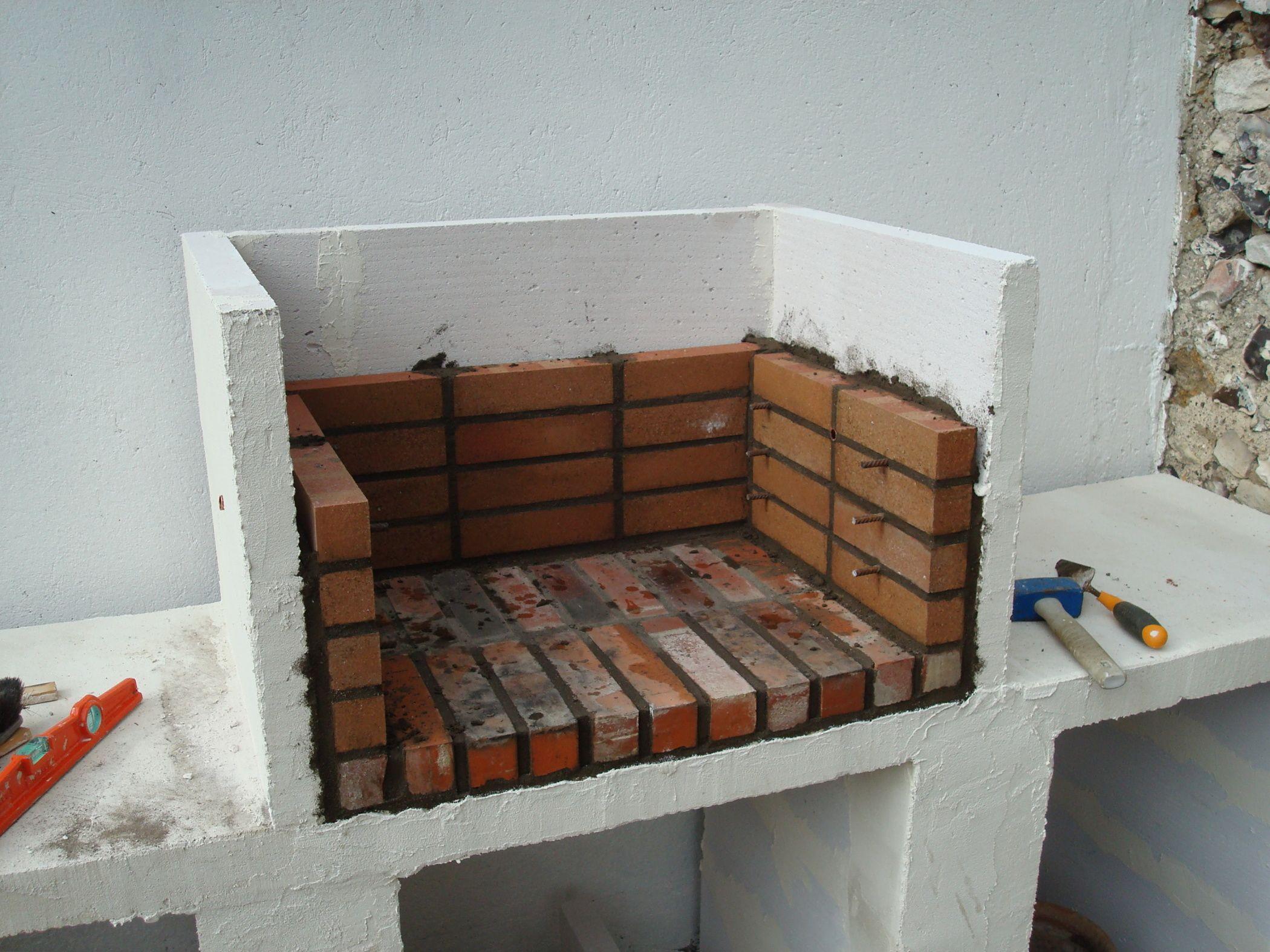 Construction d 39 un barbecue sur mesure barbecue for Construire un foyer exterieur en pierre