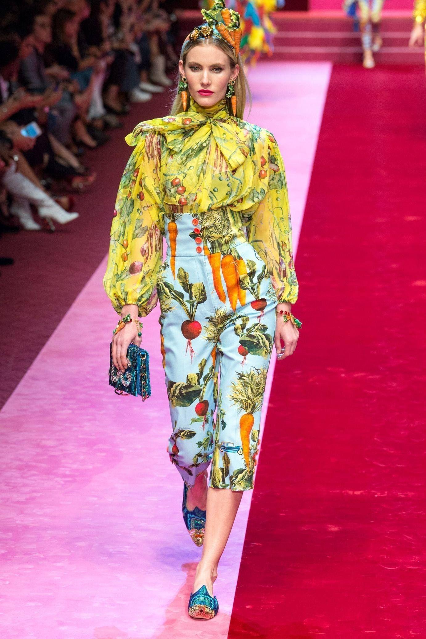 Модный Милан 2018  показы, коллекции, тенденции и тренды одежды. Модный  показ мод одежды из Милана, Италия. Итальянская мода 2018  что будет модно. 45c703018bb