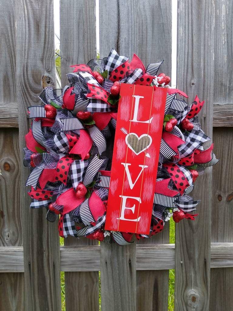 Valentine S Day Wreathvalentine Wreathlove Wreathheart Etsy Valentine Door Decorations Valentine Day Wreaths Valentine Decorations