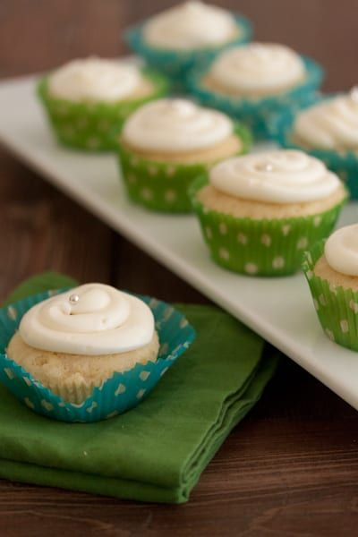Lemon Coconut cupcakes with Cream Cheese Frosting #lemoncreamcheesefrosting