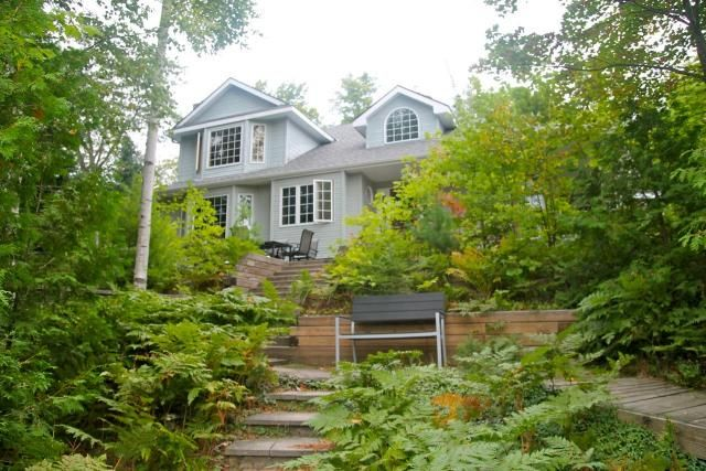 Coming to Downtown Huntsville's Girlfriends' Getaway this weekend? The girls will LOVE staying at this executive Muskoka cottage!