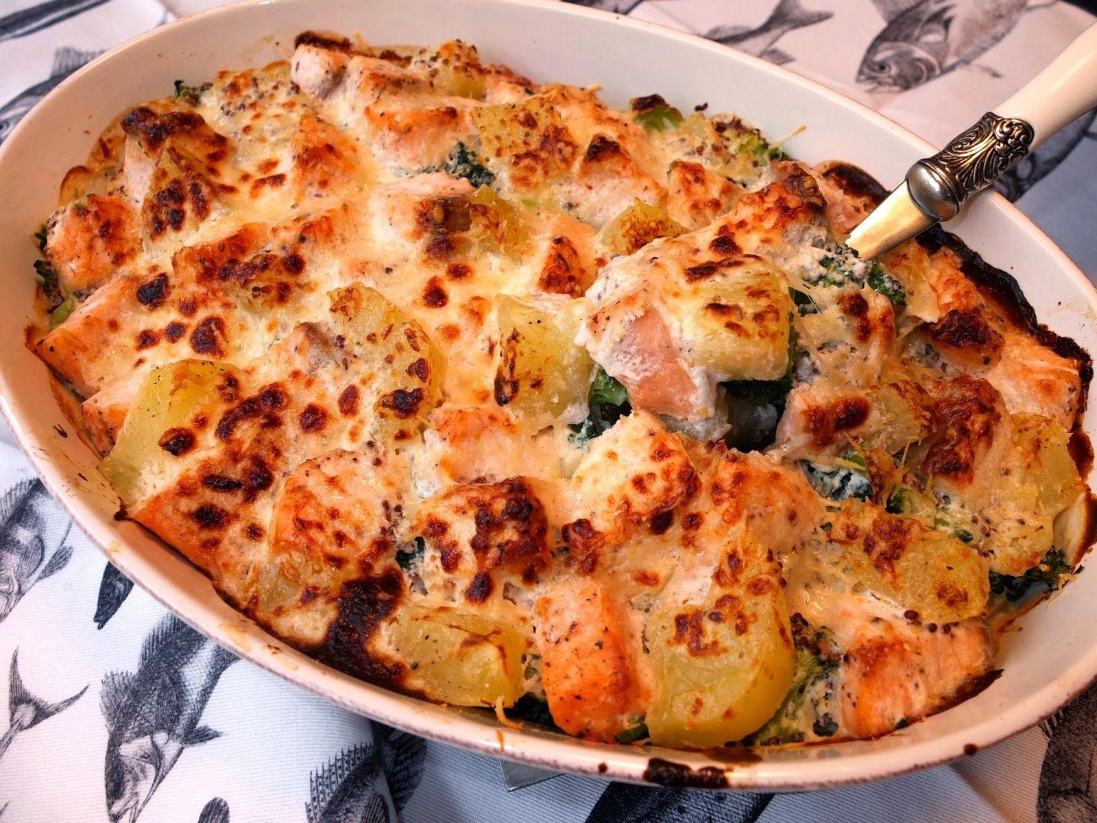 Salmón con brócoli y patatas al horno