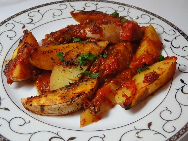 baked potatoes with tomatoes