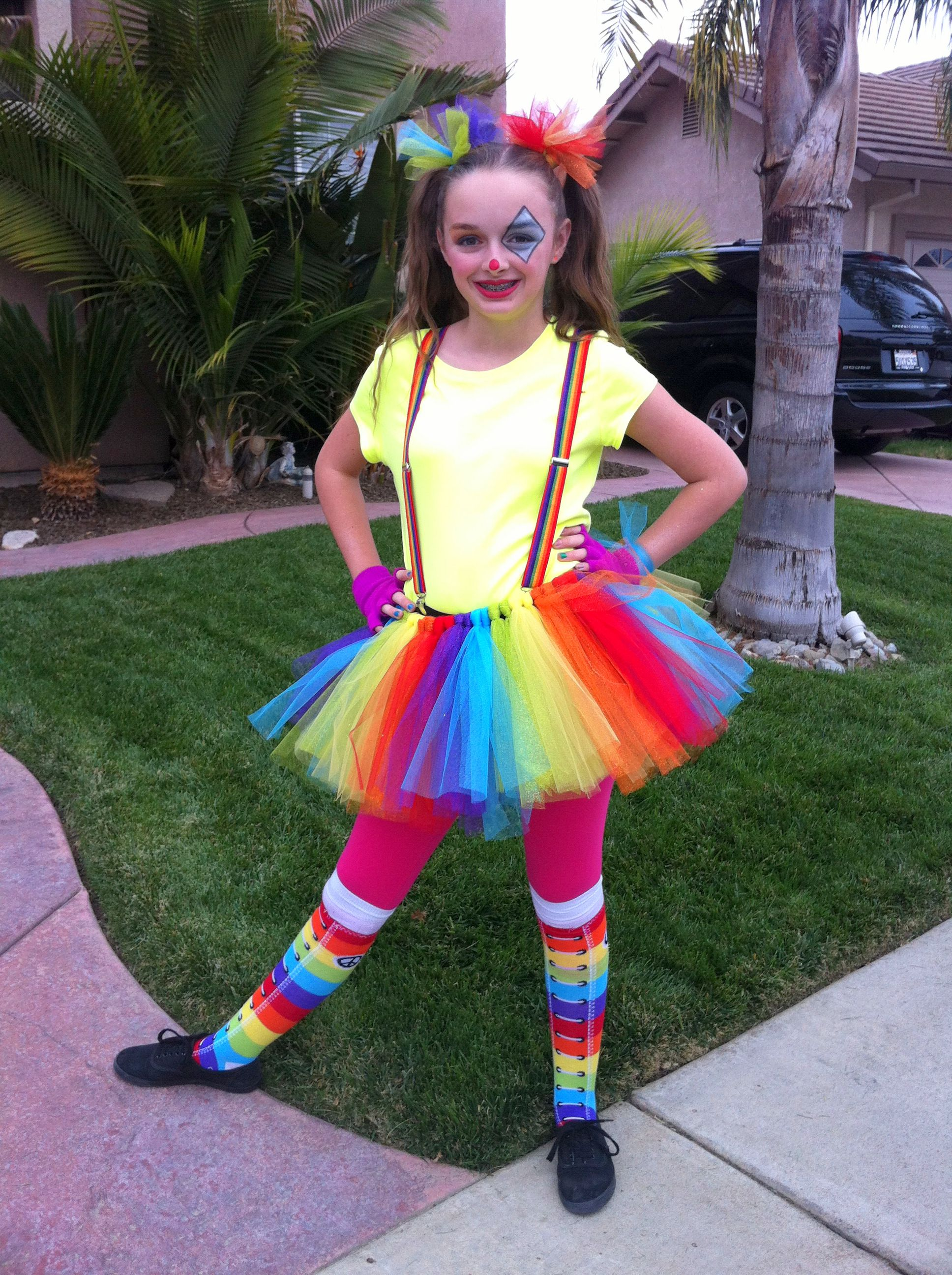 cute clown easy costume and simple makeup inspired by a variety of pins made the tutu for a. Black Bedroom Furniture Sets. Home Design Ideas