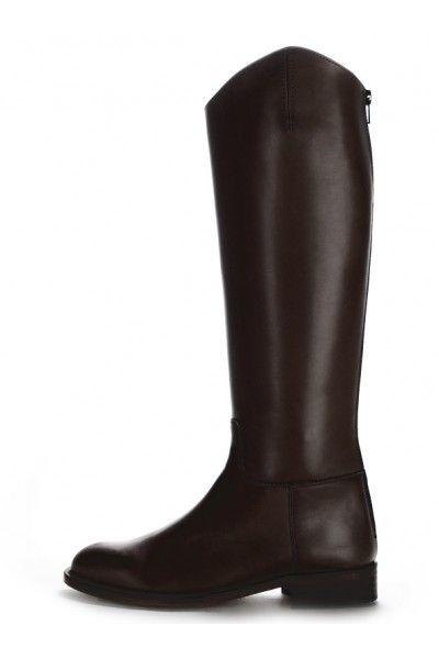 a346eb28ef52e Une paire de bottes cavalières avec fermeture arrière noires ou marron